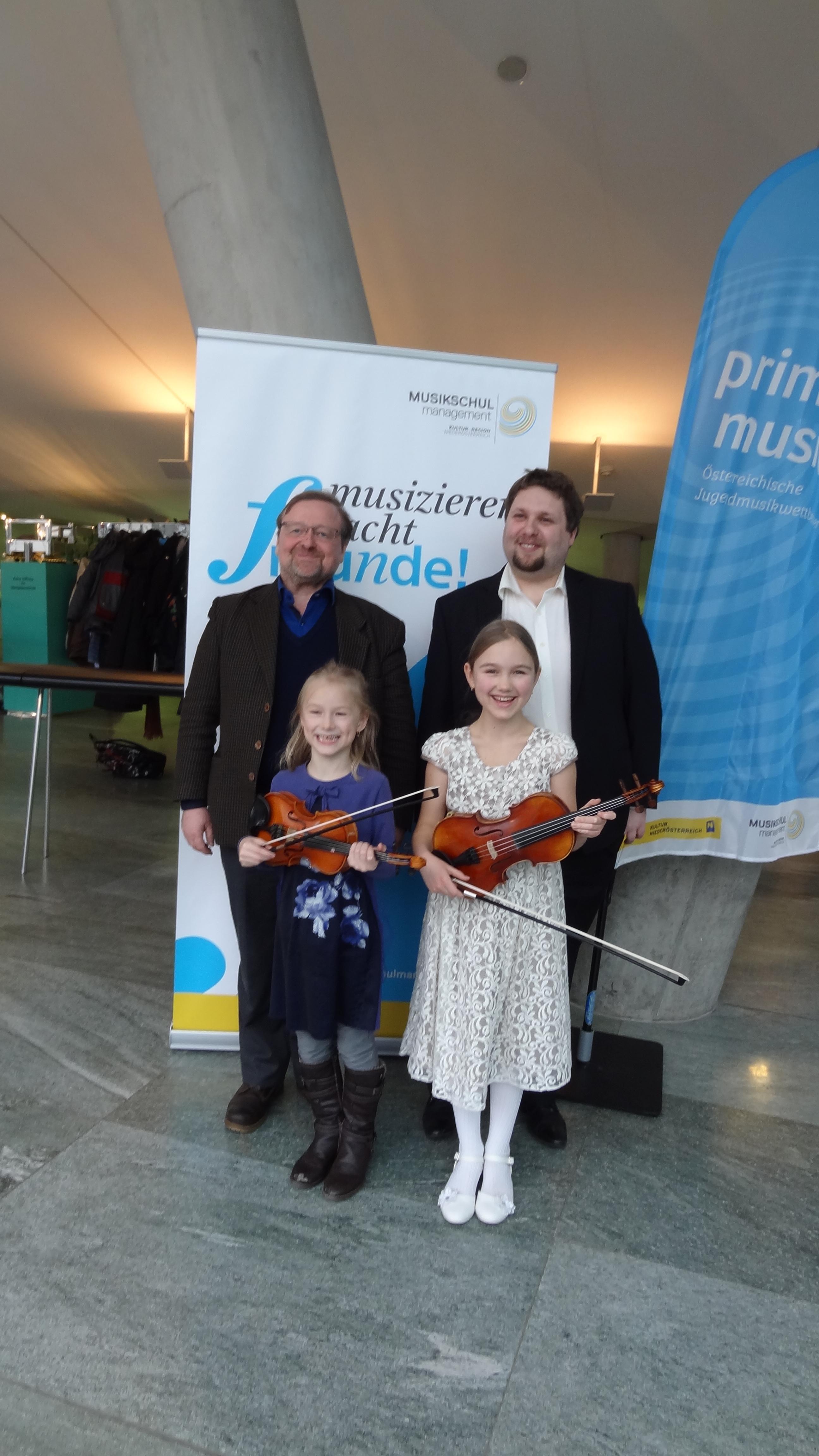 Markus Baumann und Schülerinnen am prima la musica Landeswettbewerb